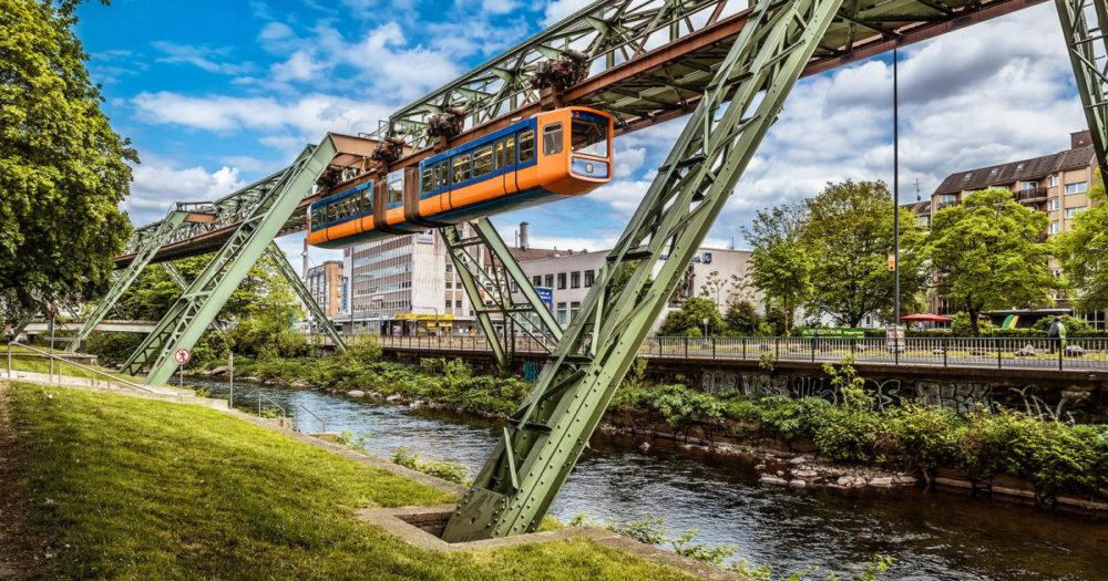 Поезд, летящий над городом: железная дорога в Вуппертале