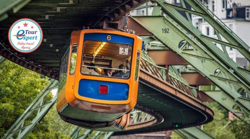 Поезд, летящий над городом железная дорога в Вуппертале